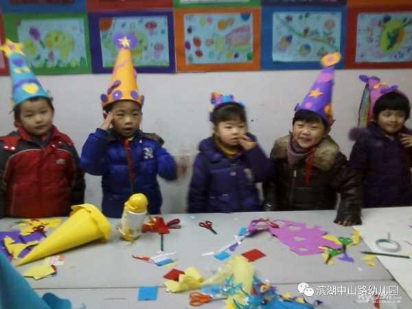 幼儿园小班亲子手工活动:节日快乐帽 幼儿园小班亲子手工活动:节日